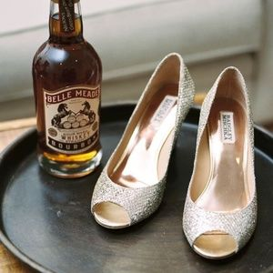 🆕Badgley Mischka Gold Glitter Wedge Heel Pump